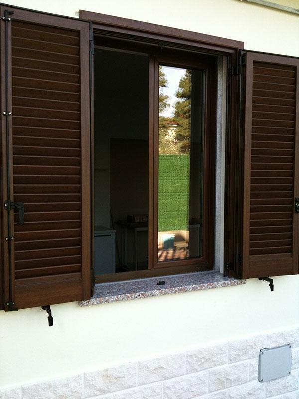 Finestre vi pi serramenti - Serrande elettriche per finestre ...